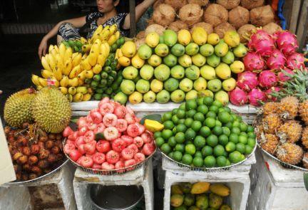 到越南旅游,吃水果时有人给你手套千万不要拿,导游:买了就知道