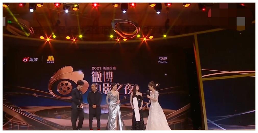 张艺谋与3个谋女郎同框,倪妮刘浩存激动哭了,42岁章子怡气质绝