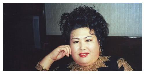 她演了30年的富婆,被男友骗走5万块钱,56岁还没有人敢娶!