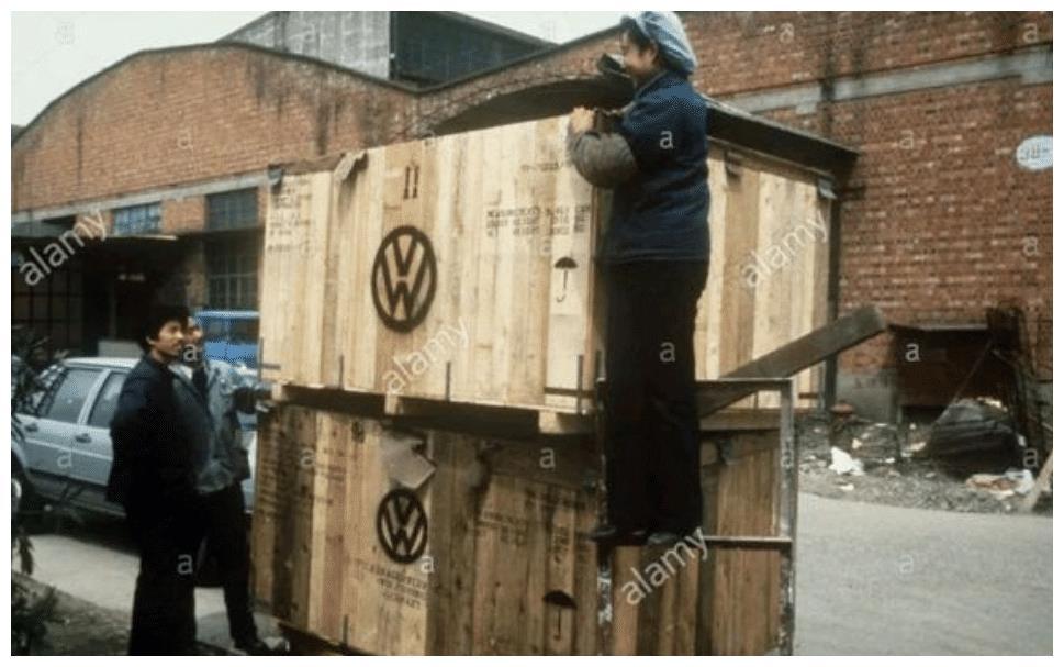 """西德进口""""桑塔纳""""现身街头,配3速自动变速箱,座椅都是德国造"""