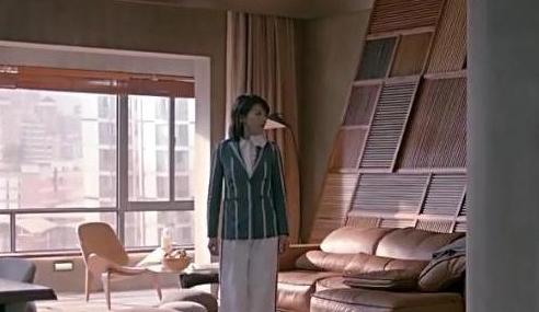 晒晒刘涛的豪宅:客厅设计了一个休闲吧台,一家人生活真幸福