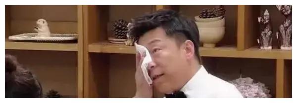 黄渤年收入过亿,为何要把老年痴呆的父亲送去养老院?