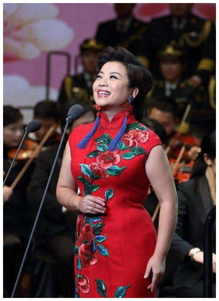 她是李谷一的女儿,25次登上春晚,经历失败婚姻后53岁依旧单身!
