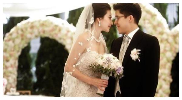 19年前差点嫁给霍启刚,郭晶晶最不愿意提起她,如今无人识