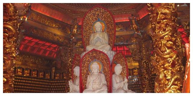 佛寺建于唐末五代,依山而建,规模宏大,香浓无比