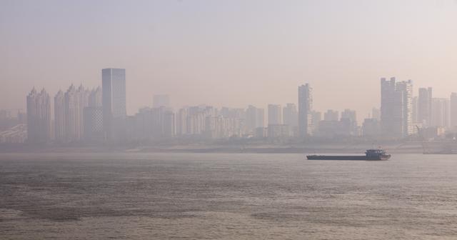 长江中上游第一大城之争,此城终于证明了自己,以145亿差距夺冠