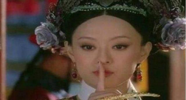 甄�执�:皇后到死都没明白,为何甄�盅�的白毛鹦鹉从来不讲话?