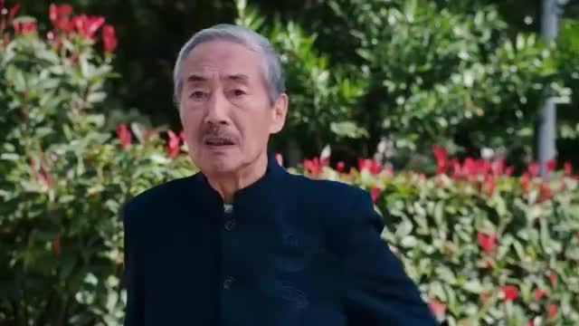 温州三家人:爷爷接到女儿电话,询问潘少的行踪,云兰一脸严肃