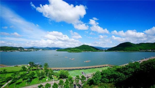浙江人气很高的湖泊,有西湖风光,太湖气魄,是全省最大淡水湖