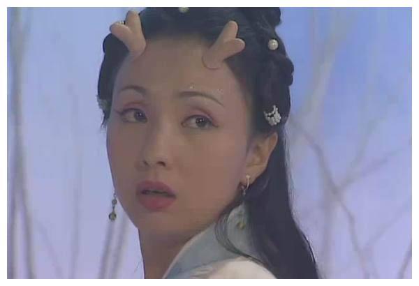 """她凭借""""小龙女""""成名,拒绝富商却嫁给小演员,将丈夫捧成影帝"""