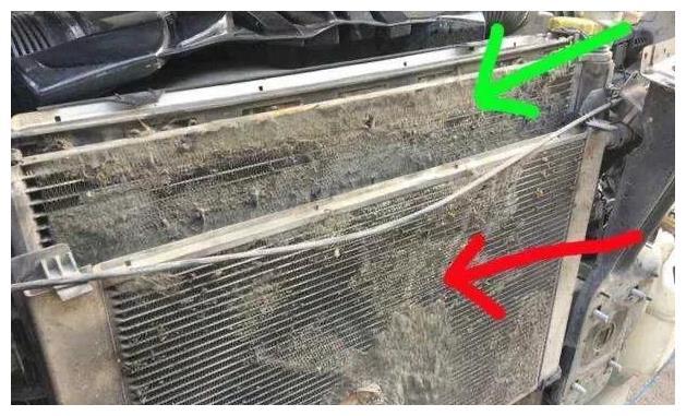 如何清理發動機散熱片上的柳絮和蟲子?