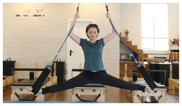 健身女神孙俪,教6岁女儿做运动,普拉提运动孩子能做吗?