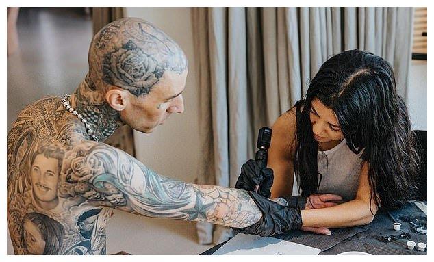 42岁卡戴珊大姐为男友纹身表爱意,鼓手罕见秀出头皮,布满艺术品