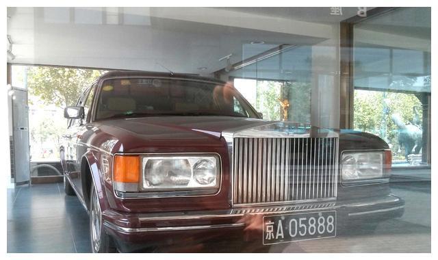 一口气拥有三台劳斯莱斯,中国第一位RR车主,90年代哪来的钱?