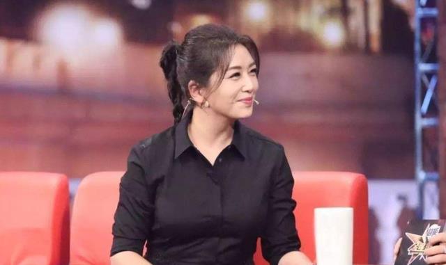 54岁演员江珊,月瘦16斤,五官精致,立体感十足,真是太美了