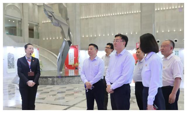 航空工业总经理助理、党建文宣部部长周国强到中航信托调研指导
