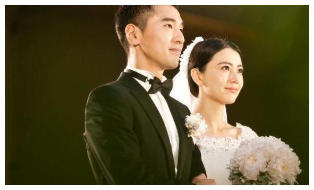 """赵又廷高圆圆夫妇甜蜜撒糖,房车""""拉手手"""",是假戏还是真爱?"""