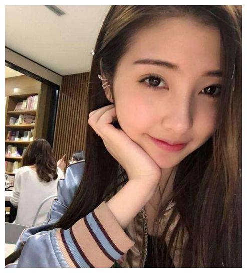 王思聪前女友豆得儿素颜无滤镜直播,网友:不如路人