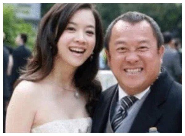 曾宝仪主持过的节目_曾志伟的大女儿47岁了,不结婚也没有孩子,皱纹疯长越老越像 ...