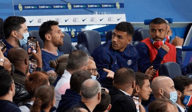 梅西被换下后疑向主帅表达不满 替补席上若有所思