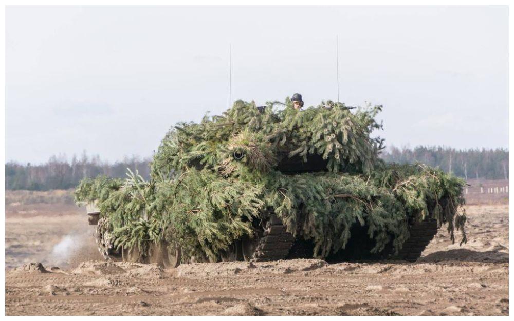 """外媒:波兰将""""豹""""式坦克部队部署到距离白俄西部城市45公里处"""
