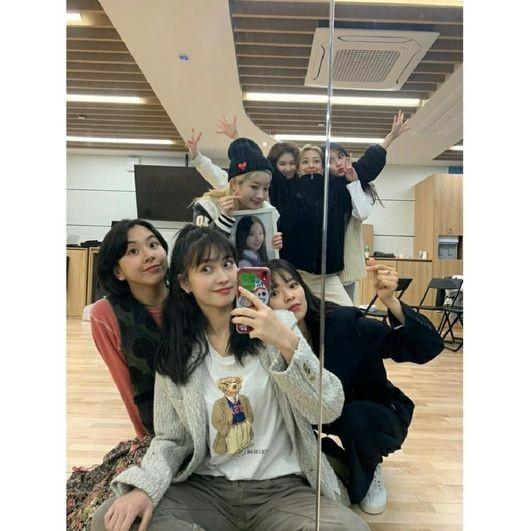 TWICE取消韩国公演 为粉丝集合:能沟通真是太好了