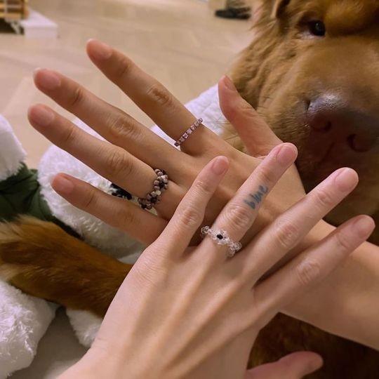 AOA金雪炫&申智珉刺青之后还有戒指 展示美好的友谊