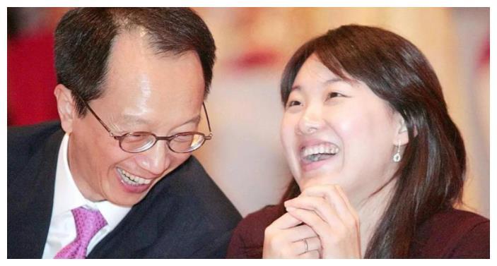 跳水皇后伏明霞被曝与梁锦松离婚?两人不同方式作出回应