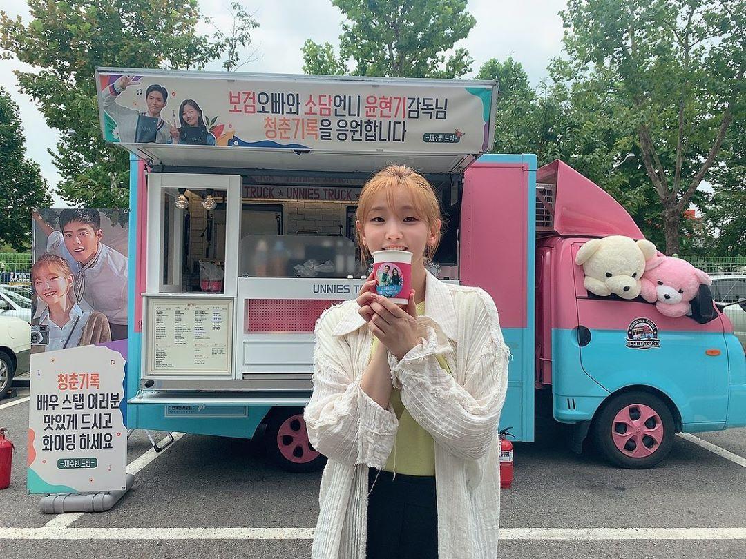 朴素丹表达她对蔡秀彬送咖啡应援车给《青春记录》的爱和感谢