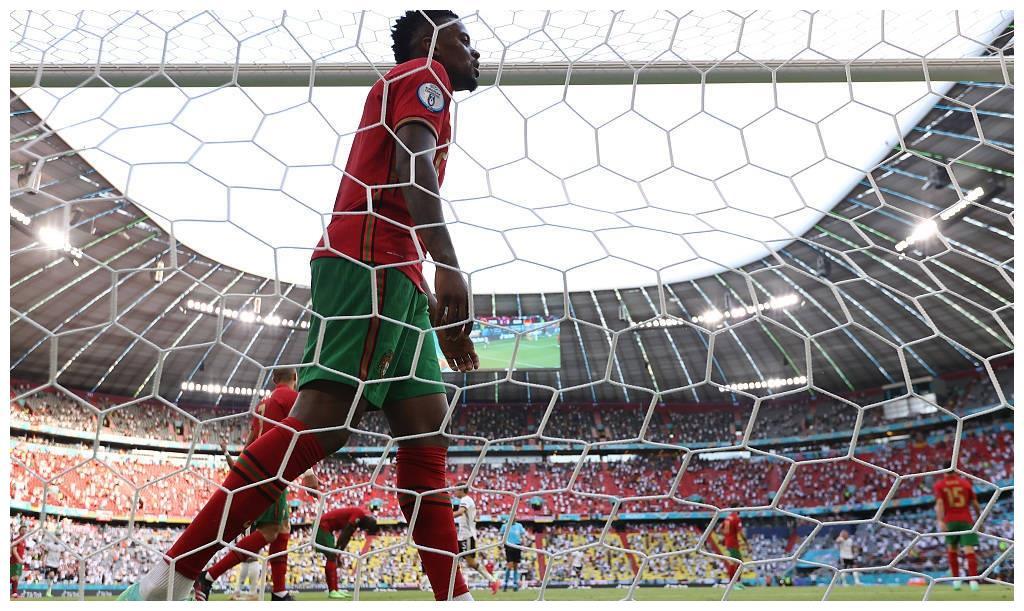 后卫队友一场送2乌龙 紧追本届欧洲杯潮流