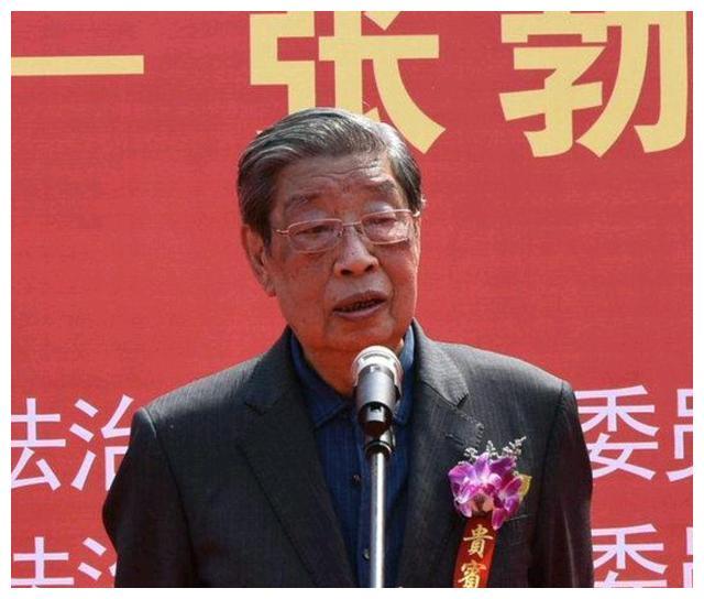 他曾任陕西省委书记,55岁任副省长,57岁当选省长,今年90岁