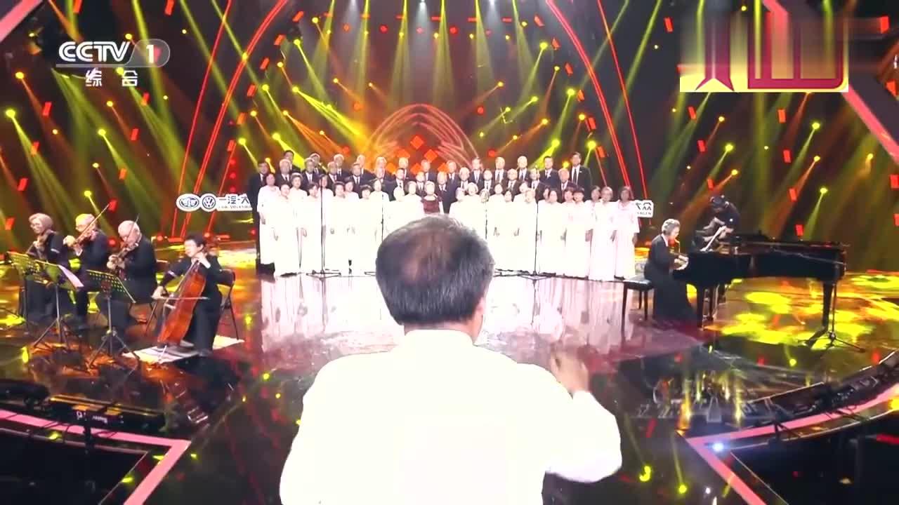 出彩中国人:清华老校友出彩舞台,演唱我爱你中国,引朱丹鼓掌