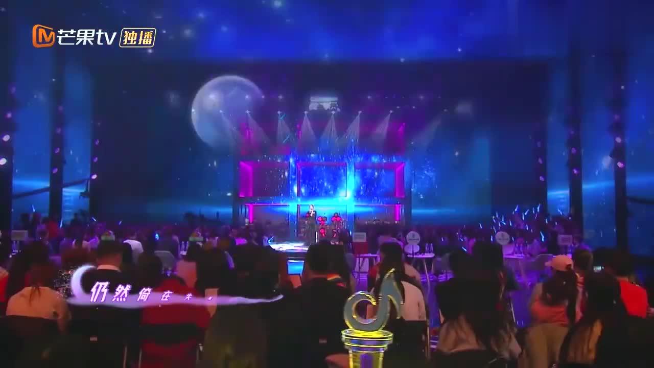 张可盈演唱《月半小夜曲》,这粤语太正宗了,唱得比原唱还好听!