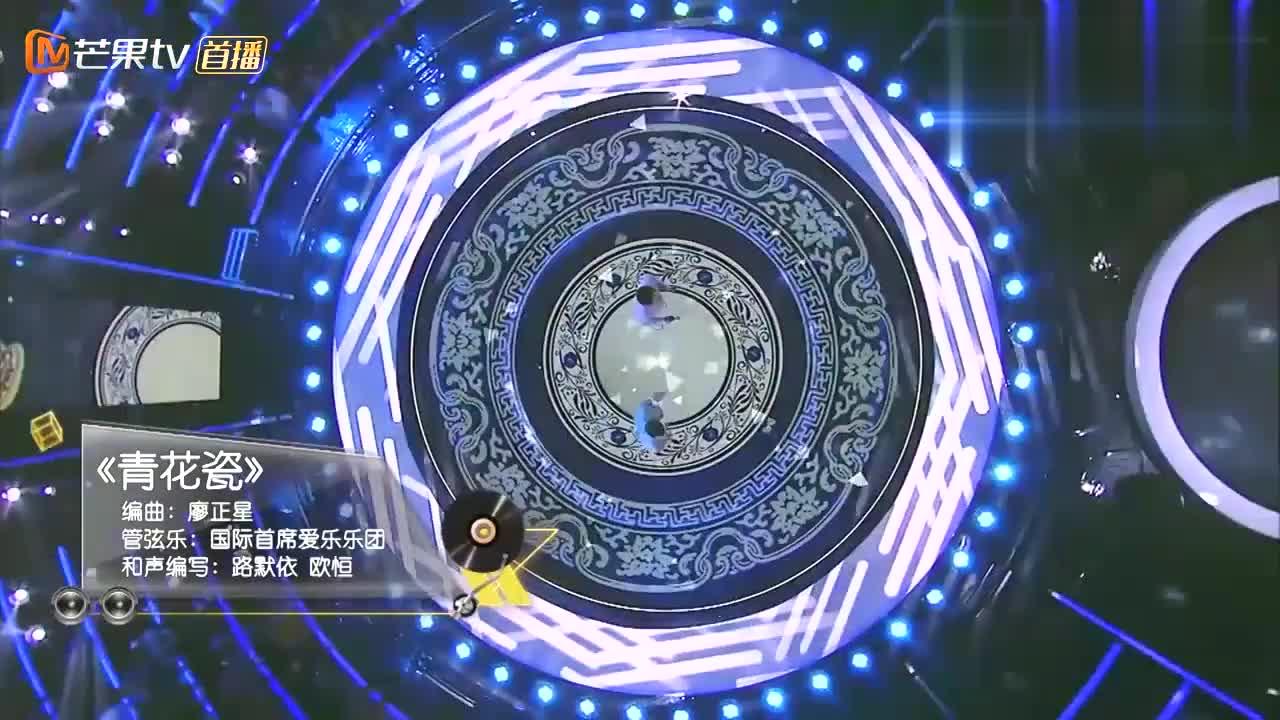 费玉清和外国人合唱《青花瓷》,老外开口的瞬间,全场尖叫声瞬起