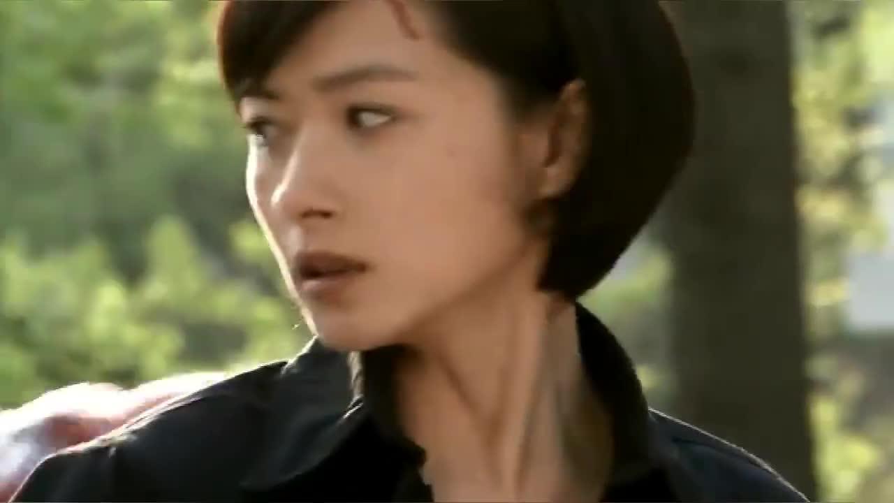 执行任务的时候,安然为了救雷战自己却牺牲了,雷战伤心欲绝
