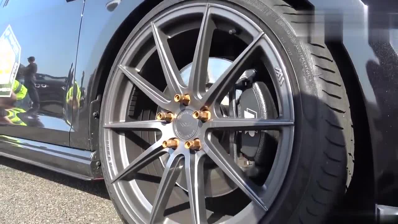 视频:大众高尔夫7R比赛宝马135i,德国钢炮车之间的针锋相对