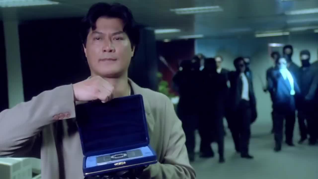邓光荣饰演黑豹,身手实在太好了,一套动作行云流水