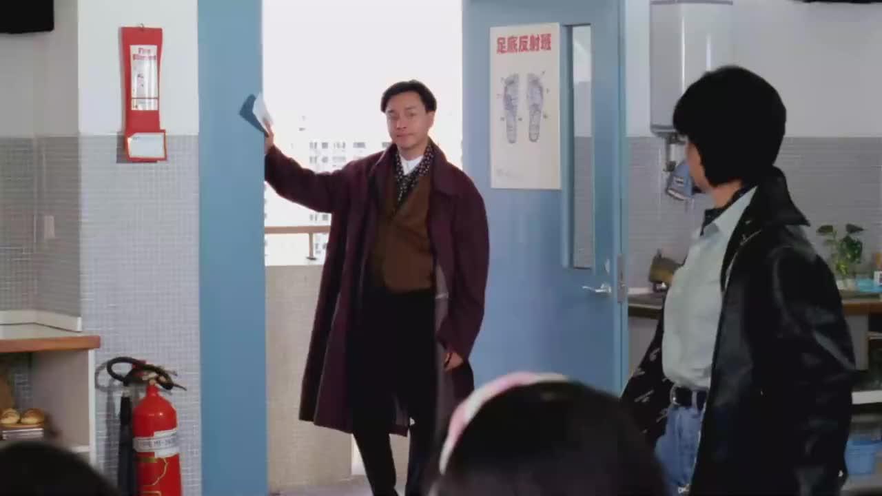 家有喜事:张曼玉真是行走的衣服架子,这一身放到现在都不过时!