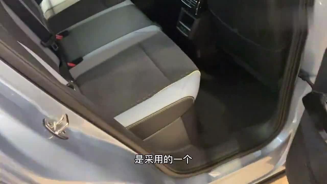 大众ID.4X内饰,超大独立液晶中控屏,座椅的设计有点特色!