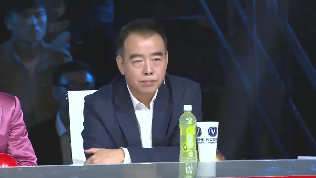 出彩中国人:南狮队出彩半决赛,表演舞狮绝技,引观众惊奇