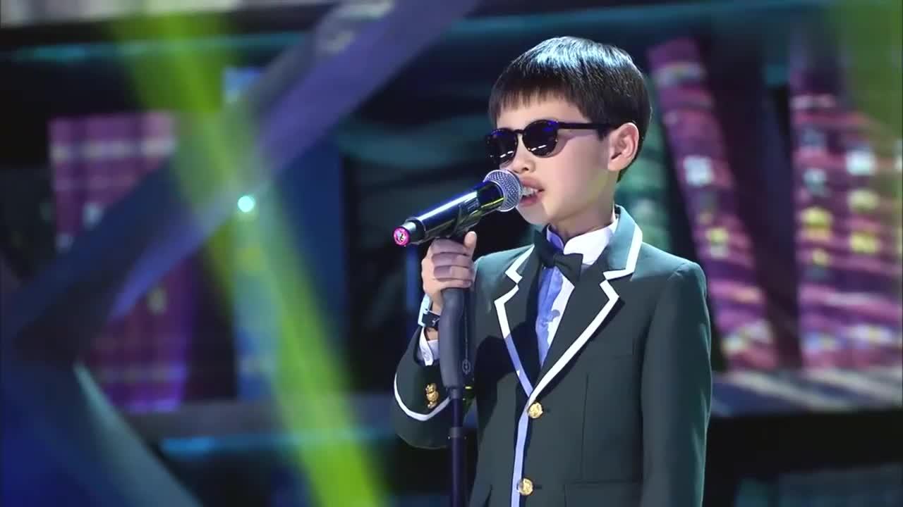 歌声的翅膀:10岁盲童上歌声的翅膀,演唱永远,引蔡国庆鼓掌
