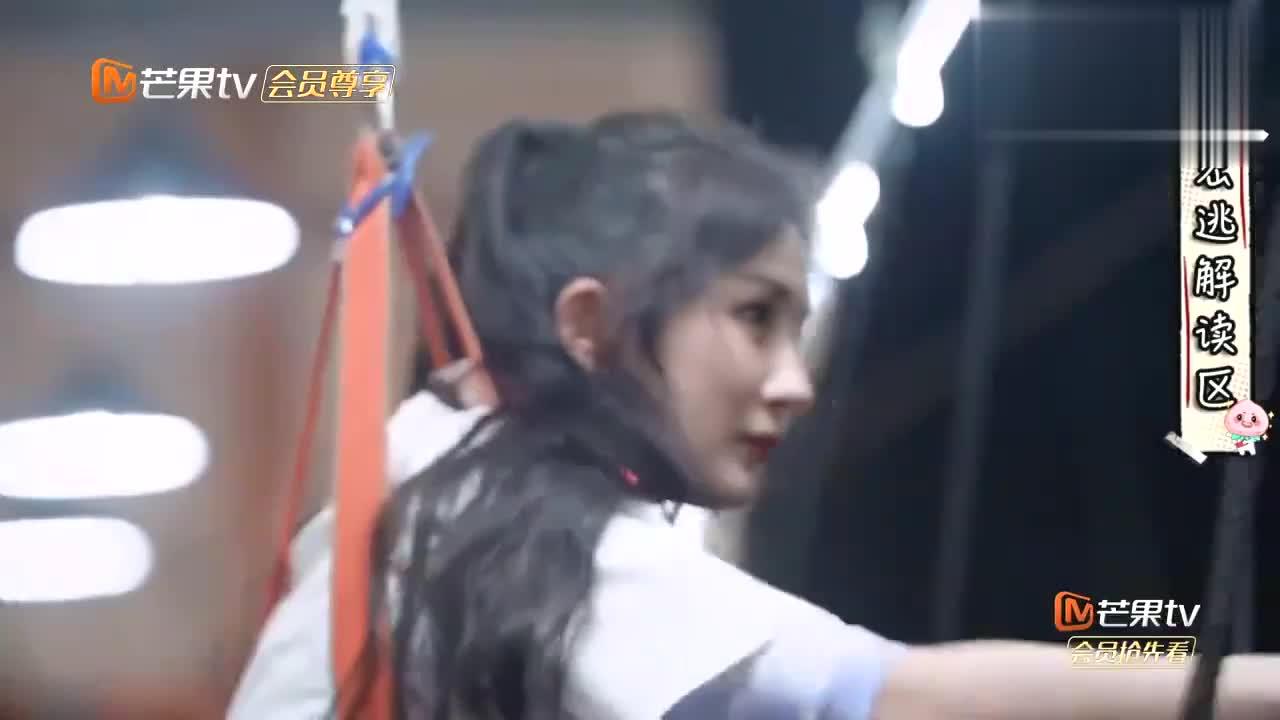 难怪称杨幂是运动天才,连邓伦黄明昊都怕的钢索,她竟快速完成!