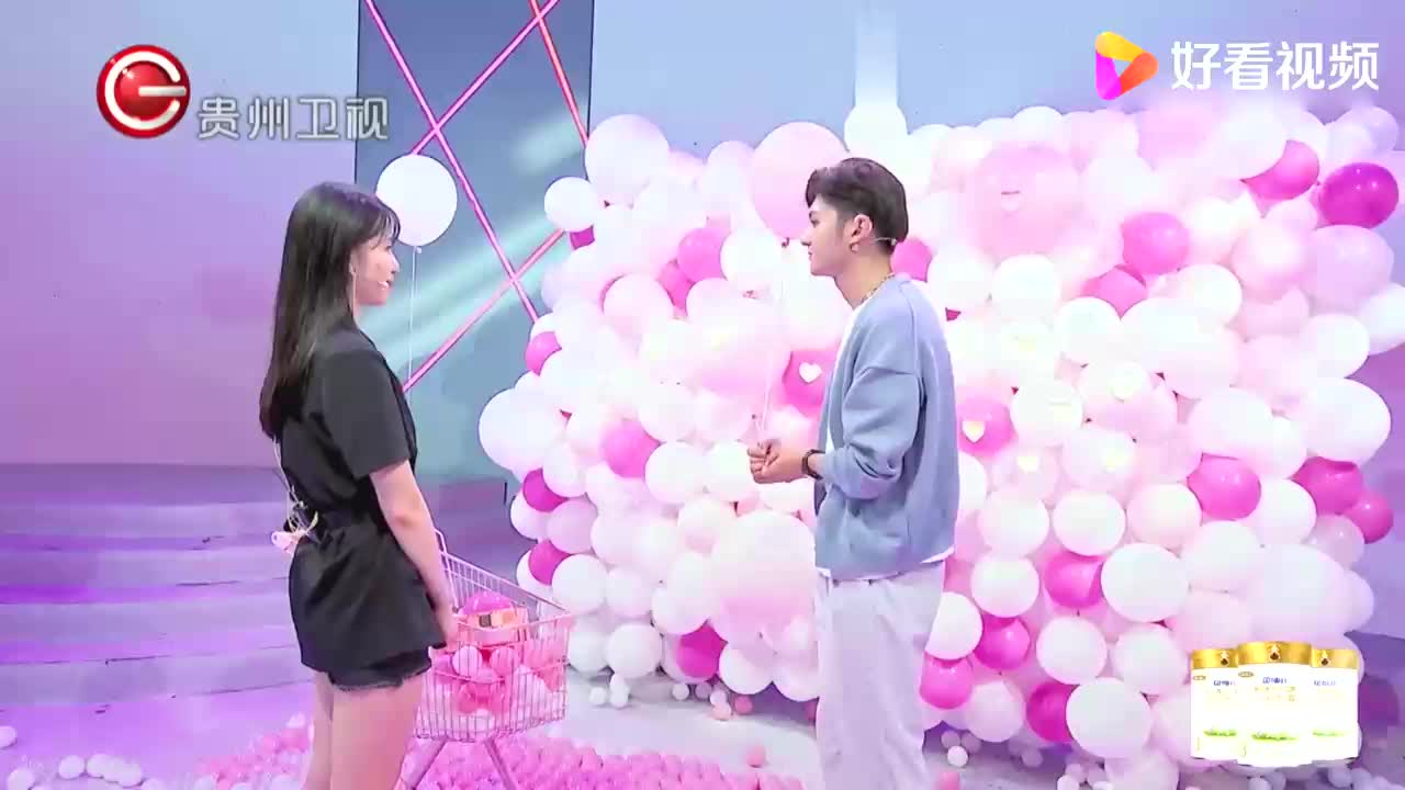 男嘉宾点破情侣之间的需求,女生剪破气球放他走丨非常完美