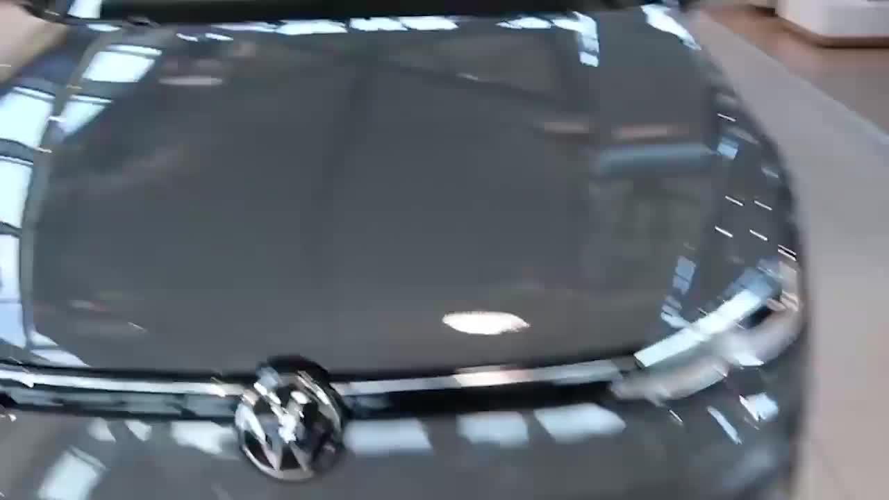 视频:2020款大众高尔夫实车展示,打开车门看到内饰,我心动了