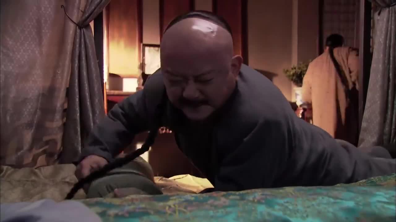 和珅实力搞笑,竟在皇上面前演戏,看一次笑一次