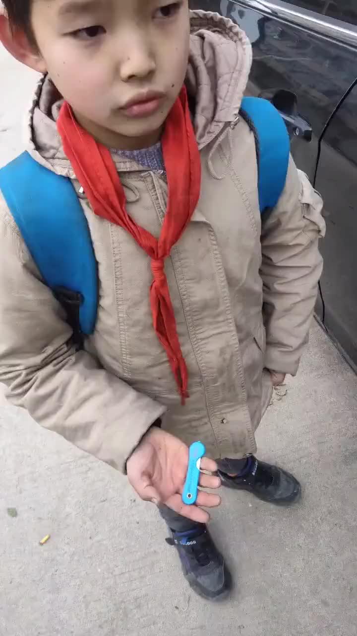 逮到一个放学路上划车的小朋友,真的让人为难