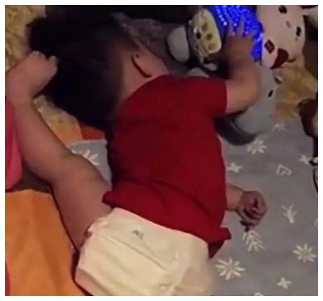 如何辨别人类幼崽装睡 人类幼崽装睡的底层逻辑