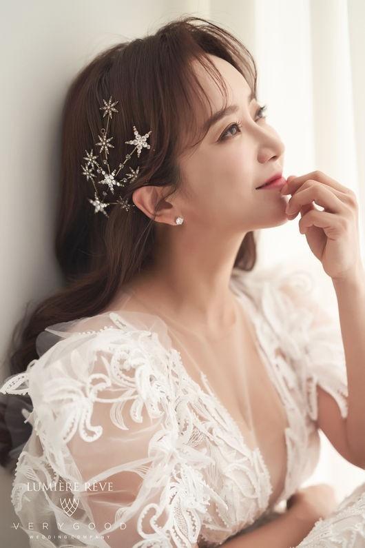 女演员李叶玺今天(4/26)与同年的企业家结婚 从20岁开始结婚就是梦想