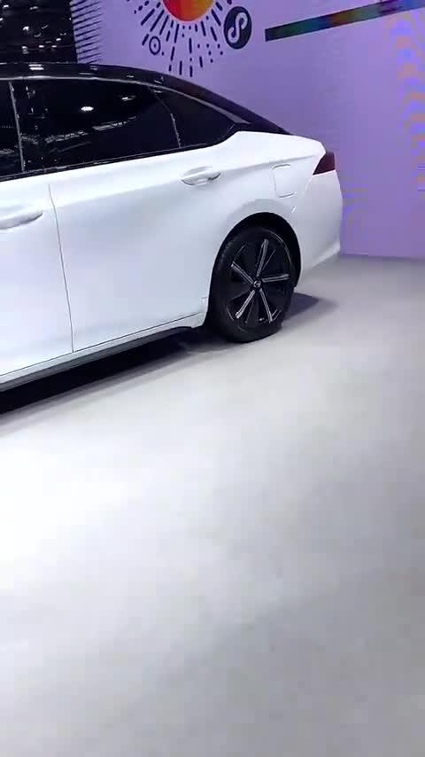 """视频:挂着""""广汽新能源""""车标的广汽本田纯电轿车!广汽本田EA6亮相"""