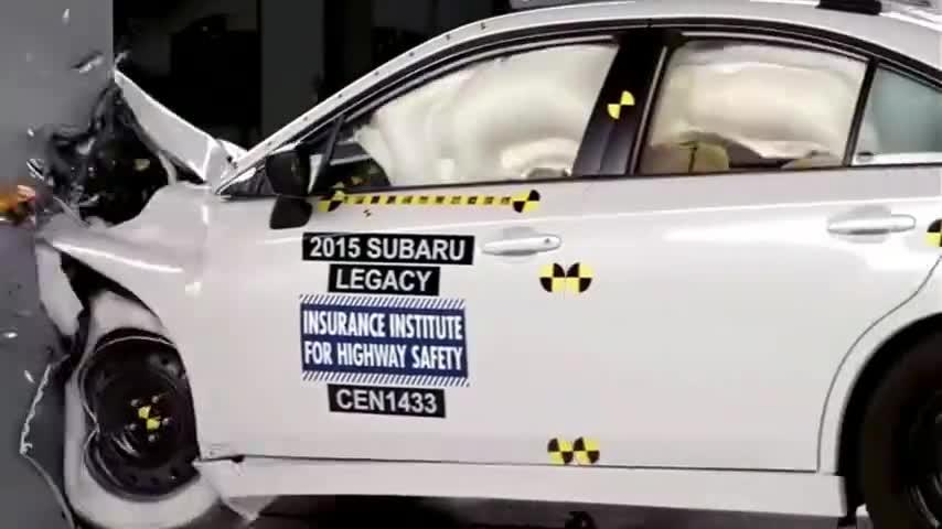 视频:斯巴鲁力狮,好车真安全!